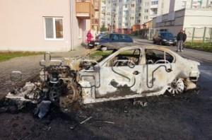 V Sečovciach včera zhorelo luxusné auto a 18 tisíc eur